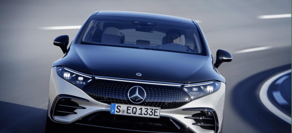 Thiết kế phần đầu xe đổ dốc của Mercedes EQS
